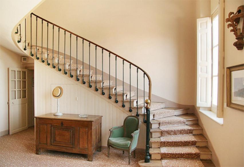 cách trang trí hành lang cầu thang