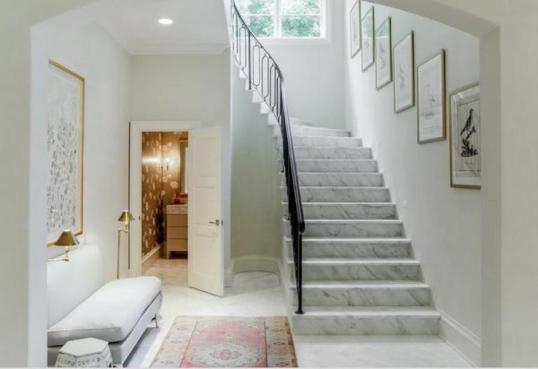 Tranh trang trí cầu thang hành lang